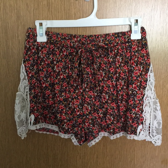 Xhilaration Pants - Floral Xhilaration flowy shorts size small